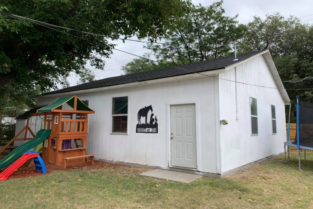 715 Denver Ave, Dalhart, Texas, 3 Bedrooms Bedrooms, ,1 BathroomBathrooms,Single Family Home,Active Listings,Denver Ave,1023